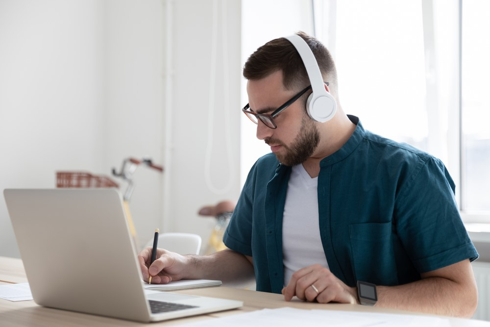 students are enrolled in at least one online course